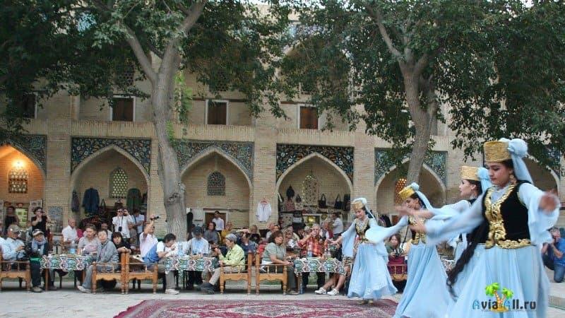 Красочное фольклорное шоу, Диван-Беги