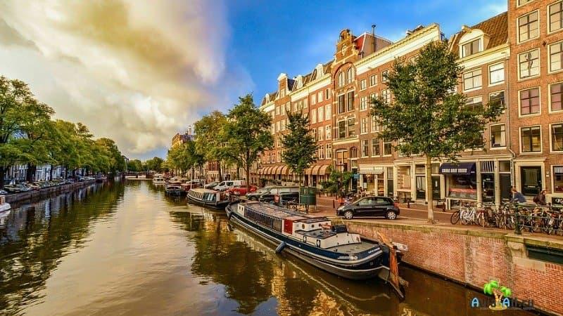 Город Амстердам - нравы, советы туристам, места для посещения
