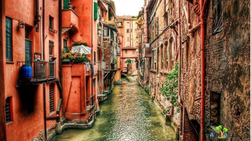 Город Болонья - старейший город Европы