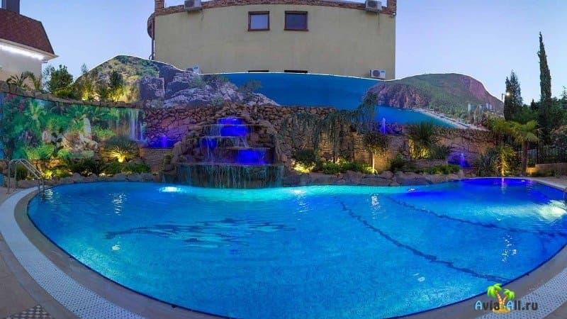 Отель в Алуште с бассейнами