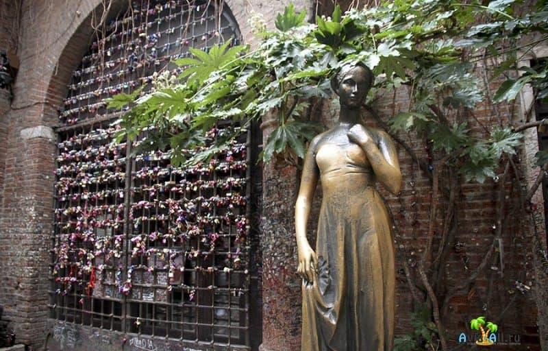 Обзор достопримечательности Италии XIII века - Дом Джульетты3