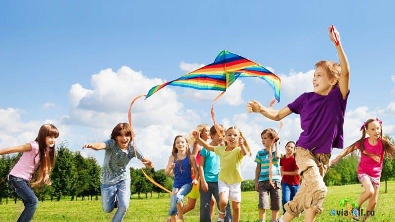 Куда поехать летом с детьми