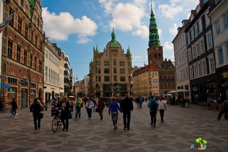 Неспешный променад по пешеходной улице Строгет, в центре Датской столицы2