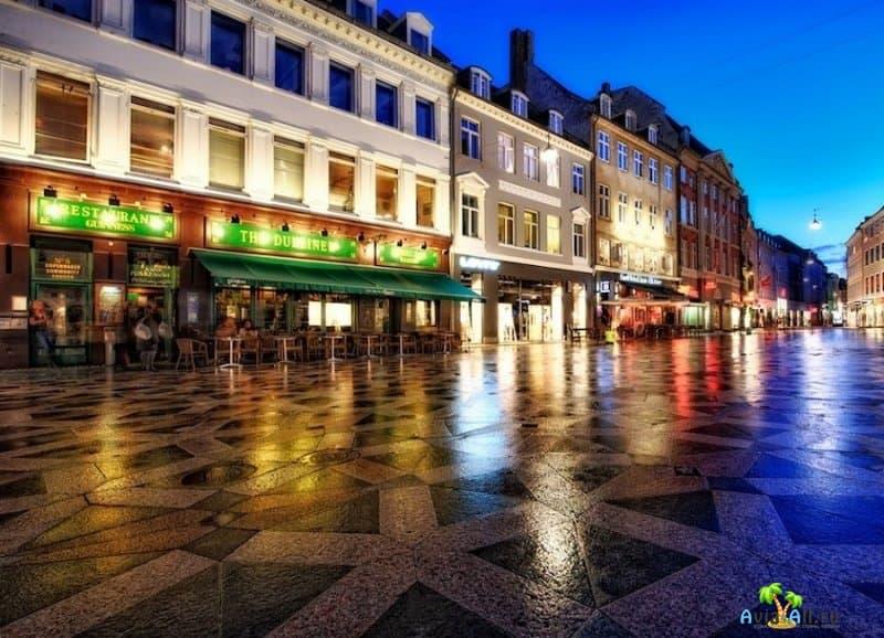 Неспешный променад по пешеходной улице Строгет, в центре Датской столицы3