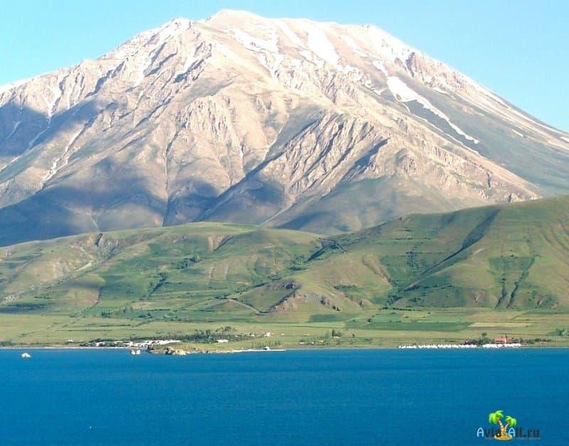 Озеров Ван в Турции - самое большое в стране и интересное.