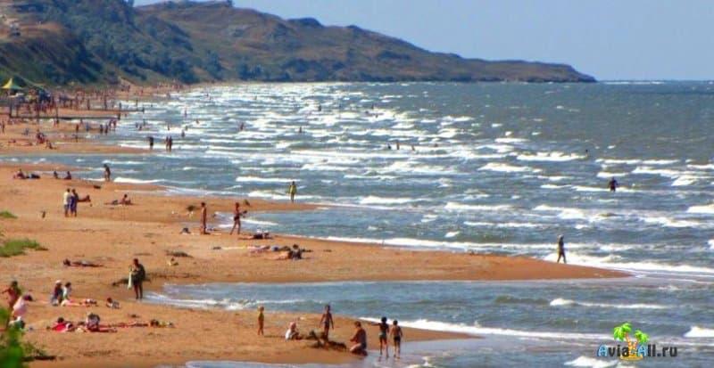 Пляж в поселке Кучугуры